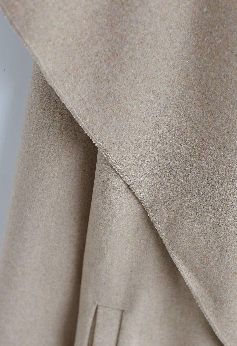 Abrigo de mezcla de lana con frente abierto y libre en arena