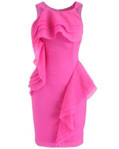 Elegante Vestido Rosa Encendido Sin Mangas y con Capas de Volantes