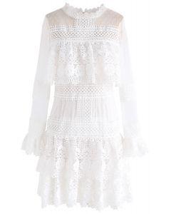 Vestido de malla de crochet con gradas Sweet Destiny en blanco