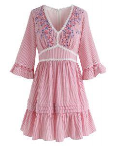 Vestido estilo dolly con cuello en V y rayas de Garden Dweller