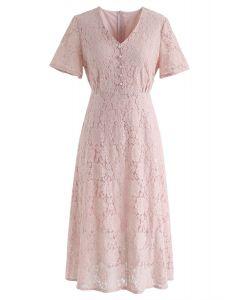 Vestido midi de encaje completo de Think About Me en rosa