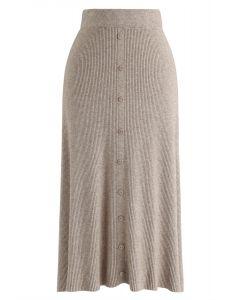 Falda midi de punto acanalada con botones en el frente en marrón claro