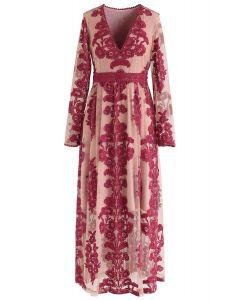 Vestido largo de malla con bordado floral y cuello en V en vino